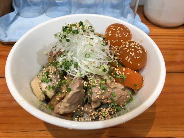 「琥珀(薄口醤油) + 鶏皮丼」@麺LABOひろの写真