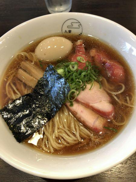 「味玉そば(黒だし)¥900+切り落としチャーシュー¥150」@八雲の写真