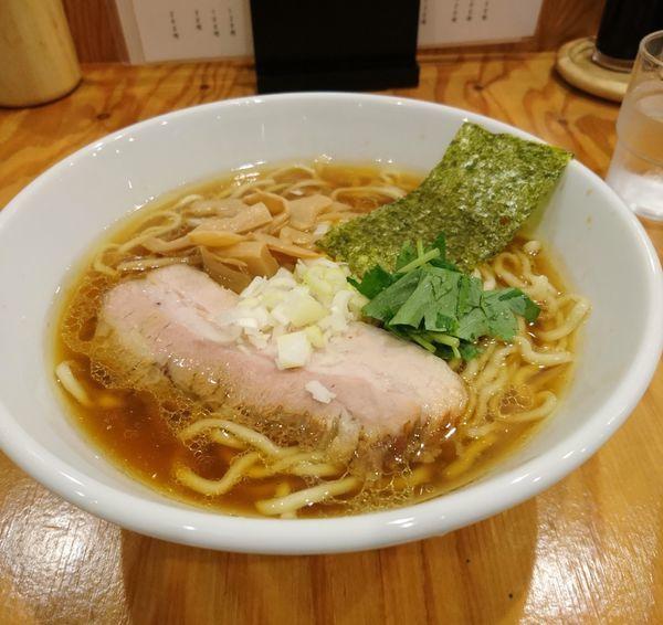 「鶏だし中華そば 醤油 平打ち麺」@麺屋くおん 上里店の写真
