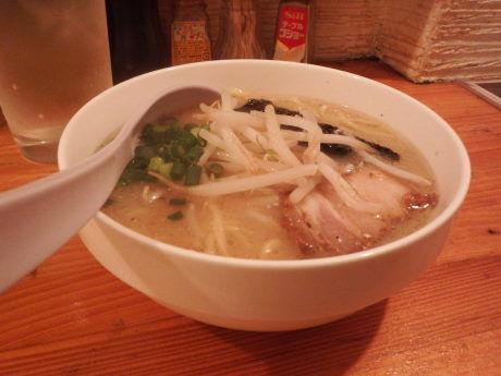 「白湯ラーメン(ミニ)」@Noodle BAR esの写真