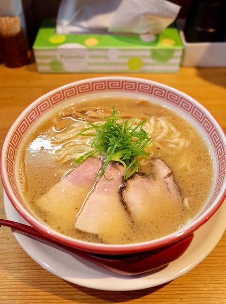 「うすくち醤油そば…770円」@麺切り 白流の写真