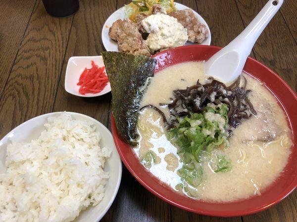 「豚ゲン骨ラーメン白 唐揚タルタル定食」@ラーメン食堂ホームランの写真