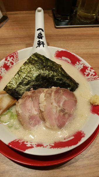 「白豚骨ラーメン」@熟成豚骨ラーメン専門 一番軒 東京歌舞伎町本店の写真