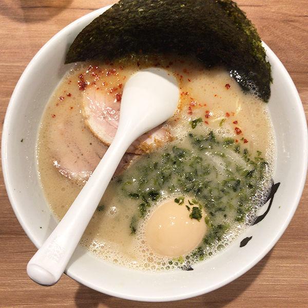 「潮とん スペシャル」@博多純系豚骨らーめん まんかい 福岡空港店の写真