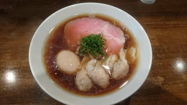 「醤油海老ワンタン麺+味玉(大盛)」@創作麺工房 鳴龍の写真