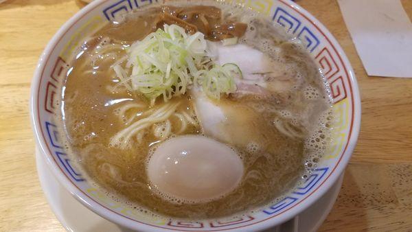 「鶏煮干しラーメン 味玉トッピング」@麺匠 胡桃の写真