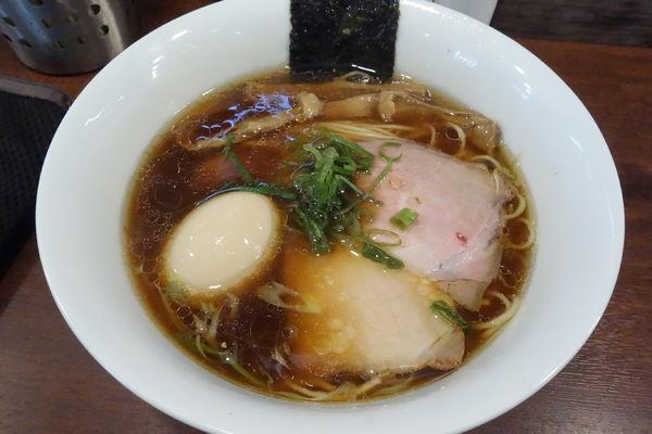 「味玉醤油らぁ麺」@柳麺 多むら 外旭川店の写真