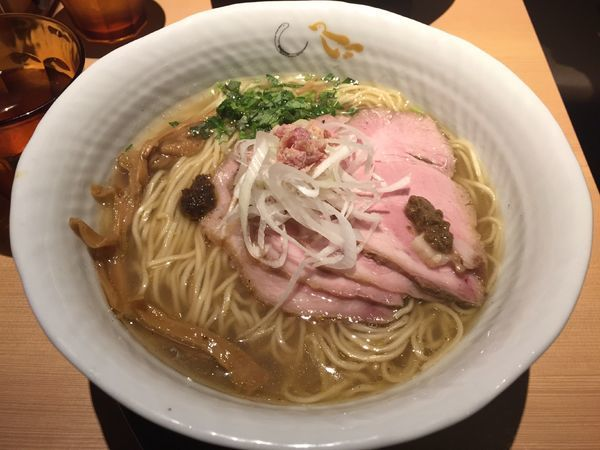 「煮豚塩そば(大盛り)」@SOBAHOUSE 金色不如帰 新宿御苑本店の写真