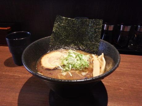「魚介豚骨ラーメン」@麺や いかりの写真