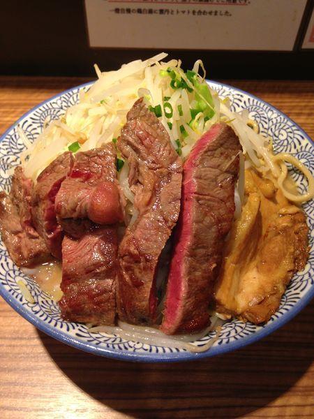「ラーメン800円 牛ステーキ300円」@ラーメン燈郎の写真
