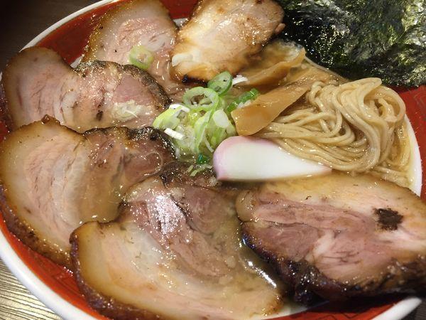「背脂黒醤麺(700円)+チンタセネーゼ豚のチャーシュー増し」@拉麺5510の写真