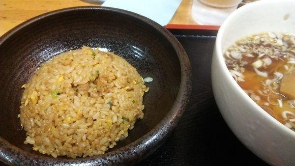 「半炒飯・醤油ラーメン 880円」@東竜 新橋店の写真