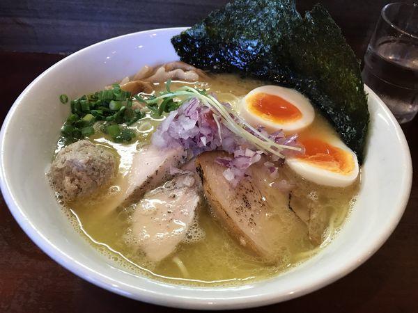 「特製濃厚塩鶏そば 900円」@麺屋くまがいの写真
