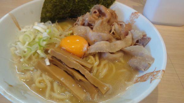 「濃厚白湯の肉玉そば830円」@麺処つむじの写真