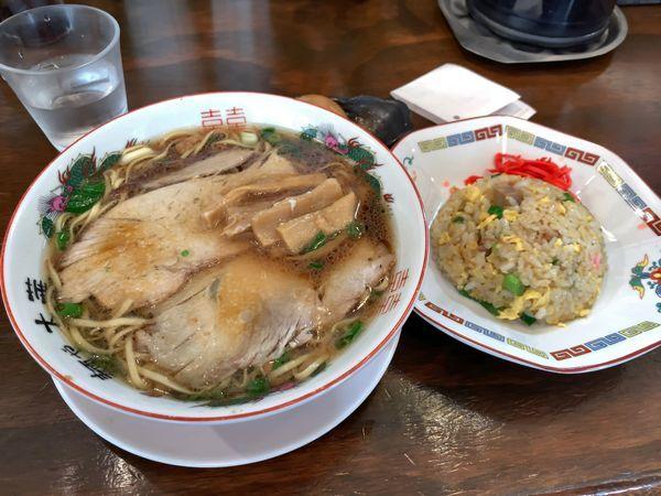 「中華そば 700円 半チャーハン 300円 味たま 100円」@麺や 太華の写真