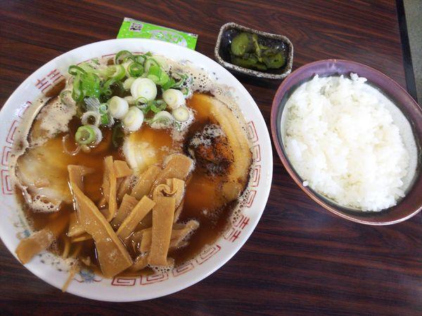 「ランチ限定C豚骨ラーメン+ライス700円」@すずらんラーメンの写真