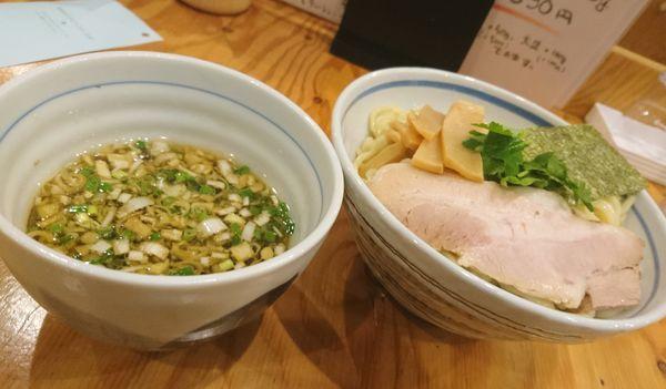 「鶏だしつけ麺 醤油 中盛」@麺屋くおん 上里店の写真
