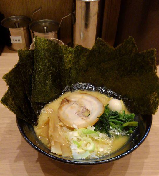 「豚骨醤油ラーメン(海苔増し)」@松原家 天王町駅前店の写真