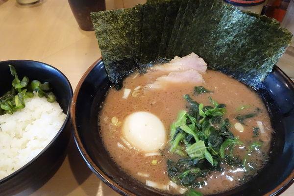 「ラーメン(並)+味玉、のり増し」@横浜家系らーめん 武道家 賢斗の写真