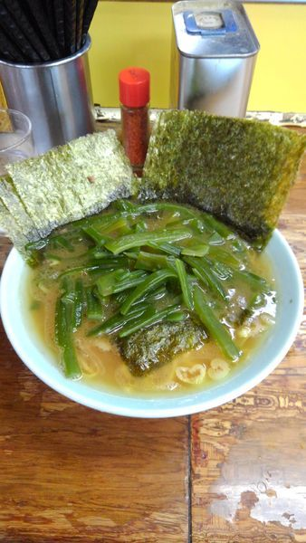 「豚骨醤油ラーメン(海苔、茎ワカメ増し)」@まこと家の写真