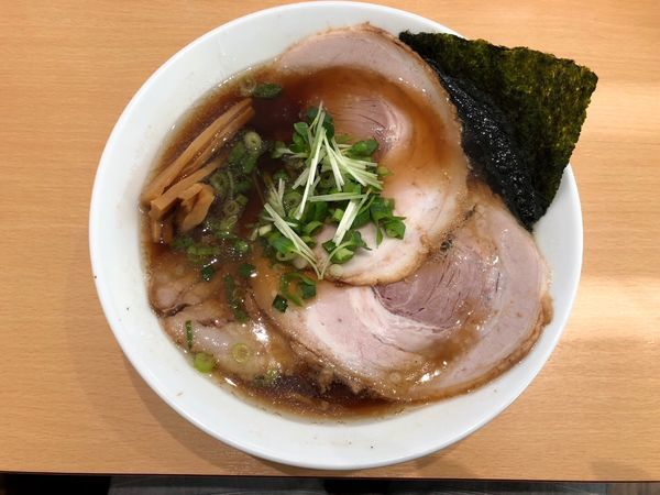 「煮干し醤油ラーメン」@らぁ麺食堂 吉凛の写真