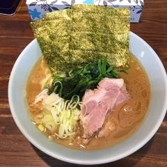 横浜家系豚骨醤油極太麺 侍 本店の写真