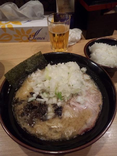 「豚骨醤油ラーメン+玉ねぎ」@柴田商店の写真