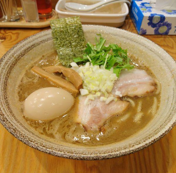 「魚介豚骨らーめん 味玉 中盛」@麺屋くおん 上里店の写真