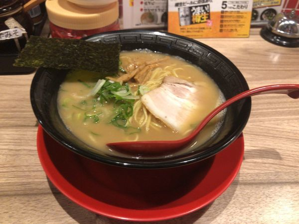 「とんこつらーめん 麺固め 580円」@麺屋 やまとの写真
