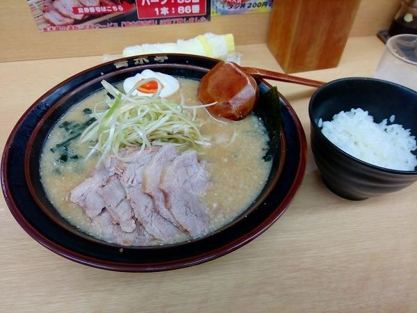 「味噌チャーシュー麺800円 無料半ライス」@ラーメン青木亭 越谷店の写真