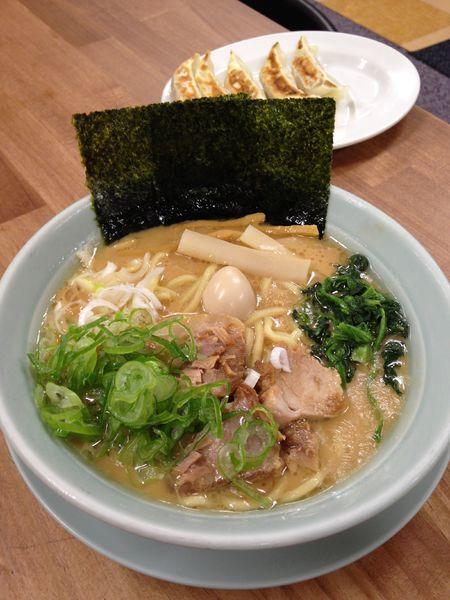 「濃厚豚骨ラーメン 並 730円」@横浜ラーメン たつの家の写真