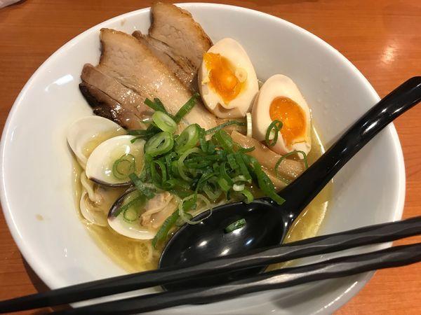 「味玉鶏KOHAKUラーメン【850円】」@ラーメン十二分屋 草津店の写真