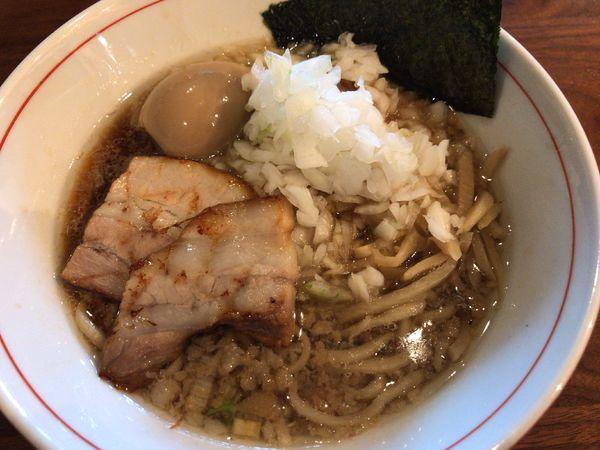 「煮干しラーメン・セアブラ680円+タマネギ70円」@SAITOU拉麺店の写真