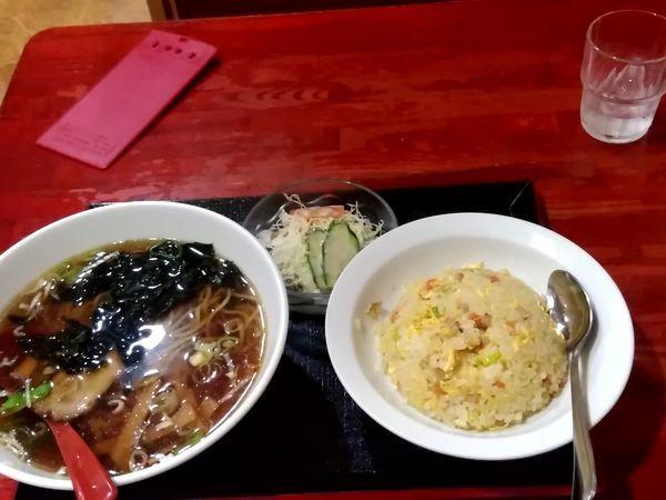 「Aランチ(ラーメンと半チャーハンのセット)780円」@中国本場的料理 華龍飯店 駅ビル店の写真