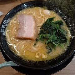 横濱家系ラーメン 町田商店 泉バイパス店の写真