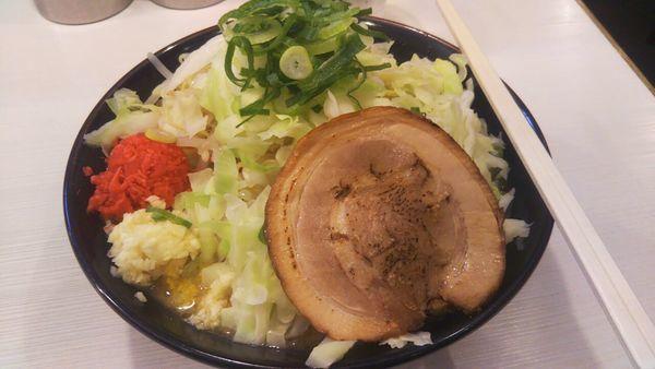 「豪麺+野菜(固め・濃め・ニンニク多め)」@ゴル麺 横浜本店の写真