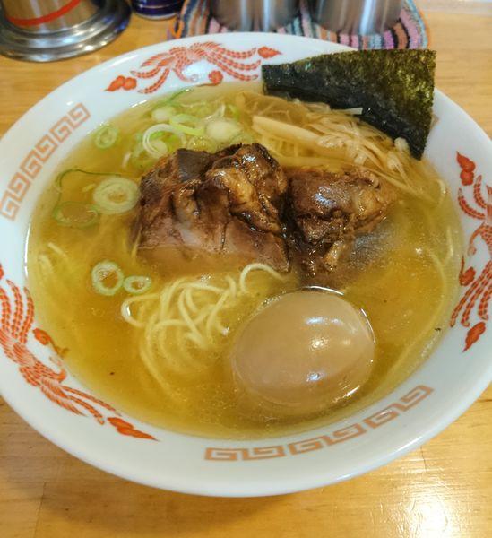 「塊チャーシュー麺 塩 150g ワイルドな煮玉子」@地鶏らーめん 花道の写真