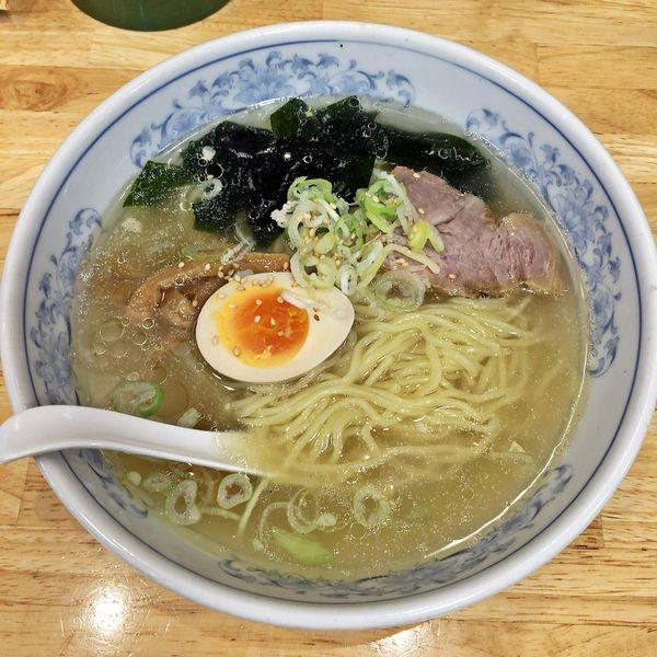 「塩ラーメンと餃子(よく焼き) ¥669」@ぎょうざの満洲 中野南口店の写真