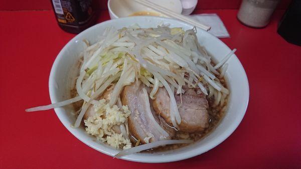 「小豚麺半分 ニンニク 生卵」@ラーメン二郎 千住大橋駅前店の写真