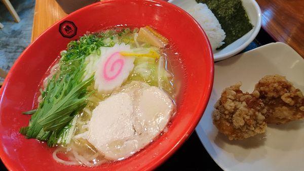 「華味鳥水炊きラーメン、大盛、ランチから揚げ、俵ごはん」@博多鶏ソバ 華味鳥 新宿三井ビル店の写真