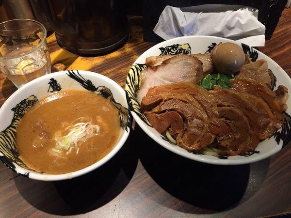 「つけ麺肉三昧(大盛)」@麺屋武蔵 鷹虎の写真