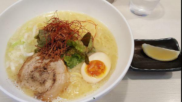 「極み鶏ラーメン 大 ¥930」@ゴル麺 横浜本店の写真
