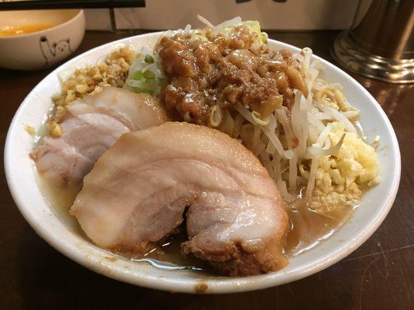 「小ラーメン(ヤサイニンニクアブラ)+ショウガ、生たまご」@麺屋 歩夢の写真