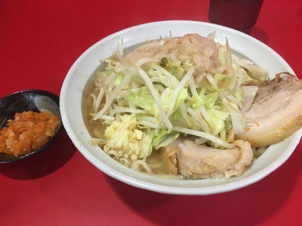 「小豚2枚 紅葉卸 麺半分ニンニク少しアブラ」@ラーメン二郎 札幌店の写真