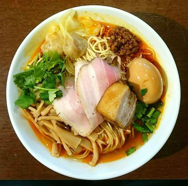 「特製紅湯麺」@角煮酢豚麺 ゆきふじの写真