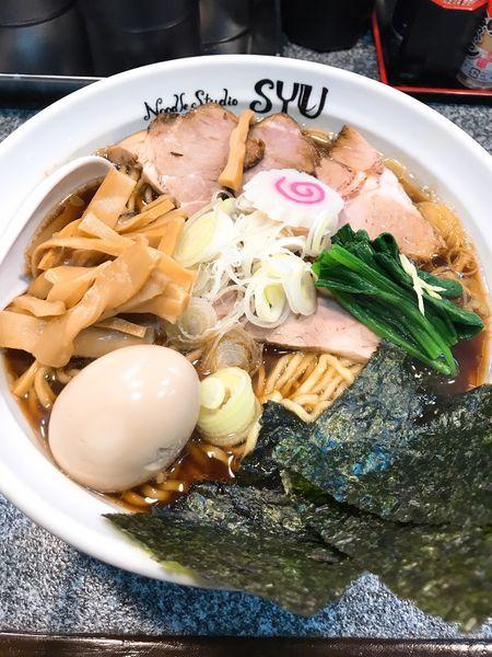 「生姜醤油ラーメン 全のせ  ¥1000」@Noodle Studio SYU 周の写真