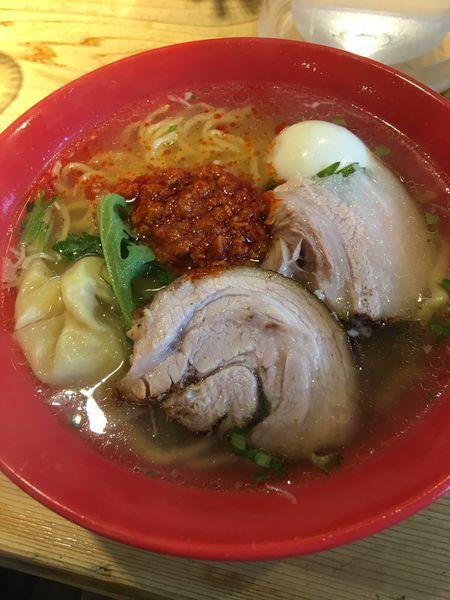 「赤丸塩らーめん➕塩煮玉子」@横濱元町 本丸亭 横浜店の写真
