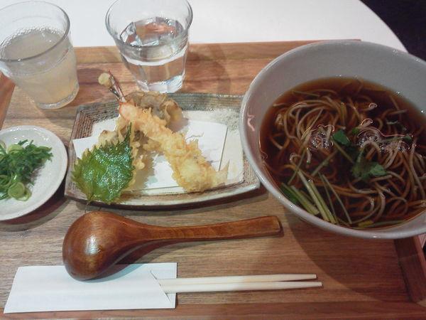 「天ぷらそば 1100円」@石臼挽き蕎麦 あずみ野の写真