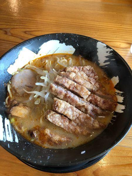 「辛味噌(冬季限定) 中太麺 +パーコー」@客野製麺所の写真