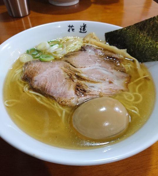 「塩らーめん ワイルドな煮玉子」@地鶏らーめん 花道の写真